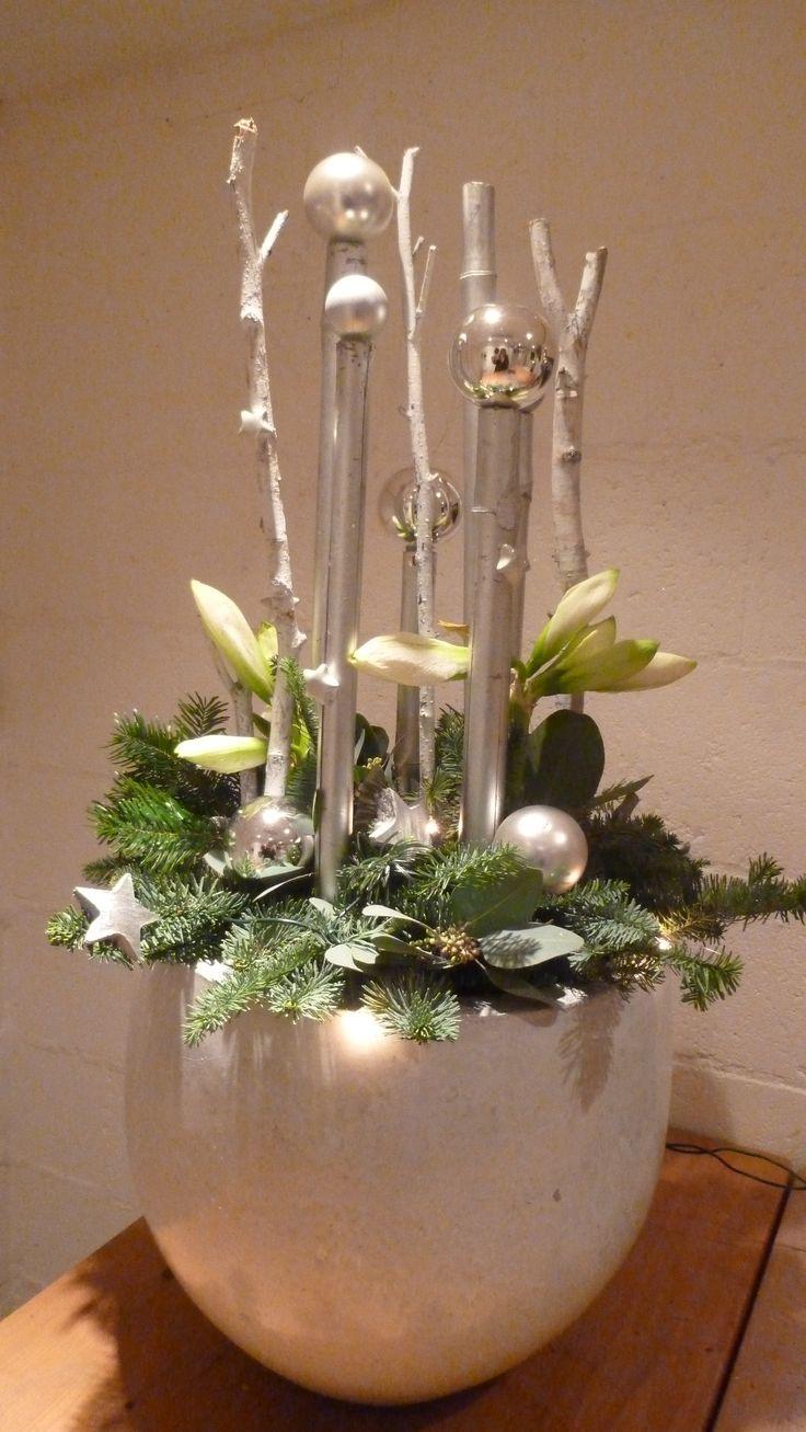 kerststuk met verlichting en verse amarylus  kerstbloemschikken workshop…