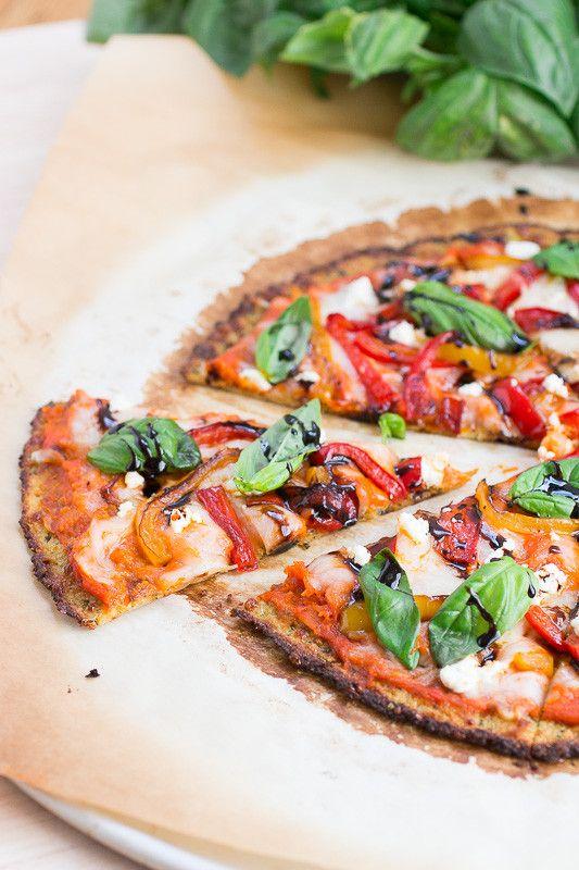 9 рецептов пиццы без глютена.  Пицца без глютена с перцем, козьим сыром и базиликом на тесте из цветной капусты