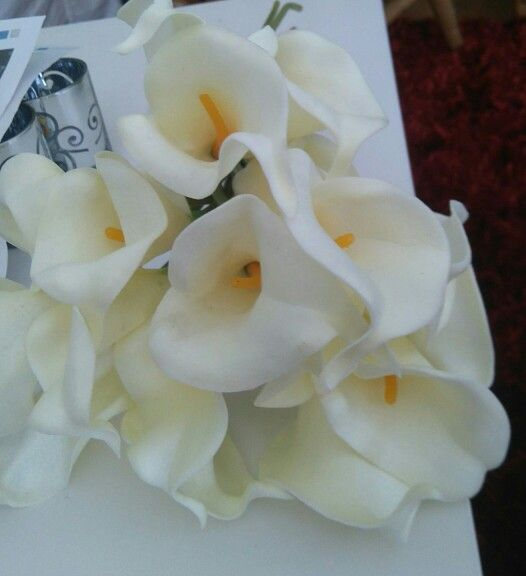 Lillys for the bouquet in Ivory.