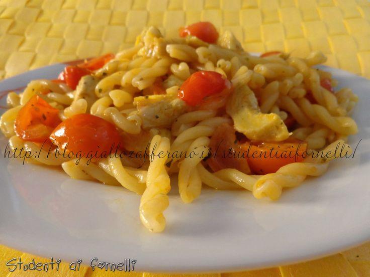 Pasta con carciofi e pomodorini