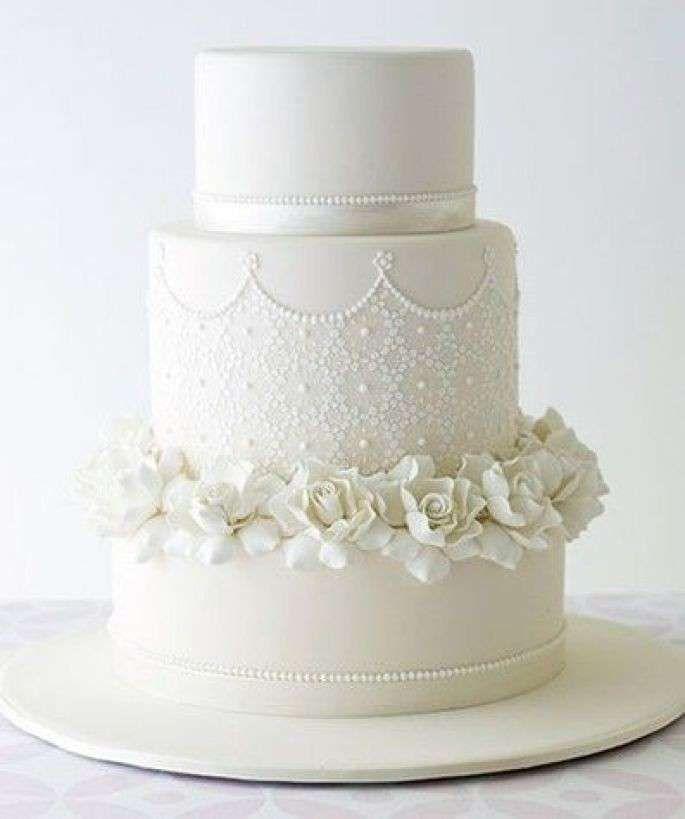 Torte nuziali bianche - Torta bianca chic