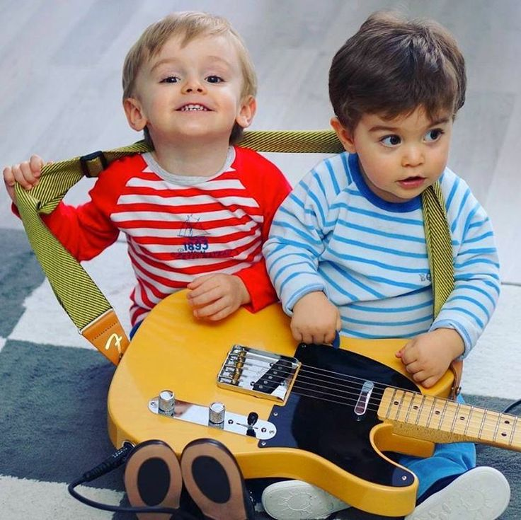 Never too young to rock! :)  #kids #rock #music
