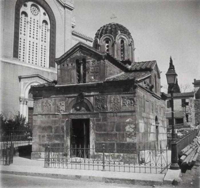 FoulsCode: Το αρχαίο μυστικό που κρύβει το εκκλησάκι δίπλα στ...