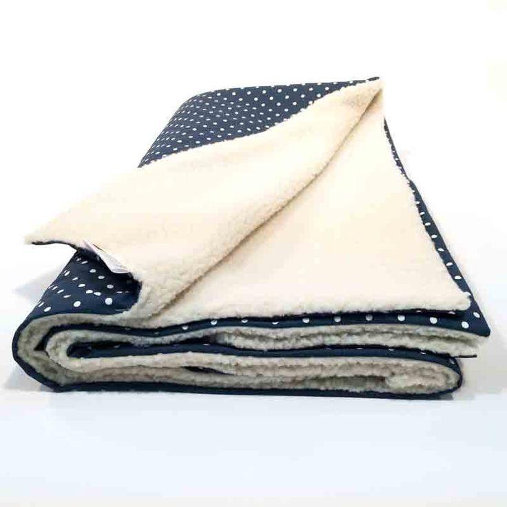 Couverture décorative doublé en fausse fourrure de mouton, Doudou divan douce et comforable, Jeté de lit, Tissu à pois blanc, DOTS Bleu de la boutique HotteCouture sur Etsy