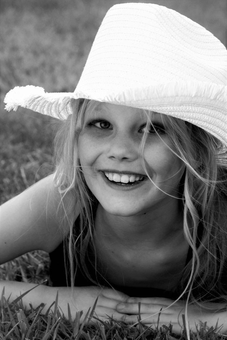 Freundinnen schießen Porträtfotografie Hut