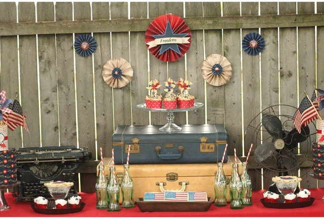 party inspiration site: Buffet Tables, Decor Ideas, Vintage Suitcases, Vintage Americana, 4Th Of July, Parties Ideas, Vintage Luggage, Cakes Stands, Desserts Tables