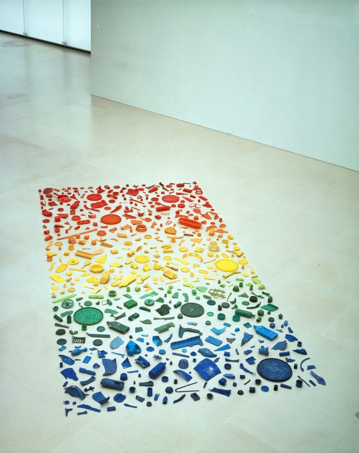 Tony Cragg Sculpture 'spectrum' (1979) Found Objects arranged by colour.   Nice Group  school project