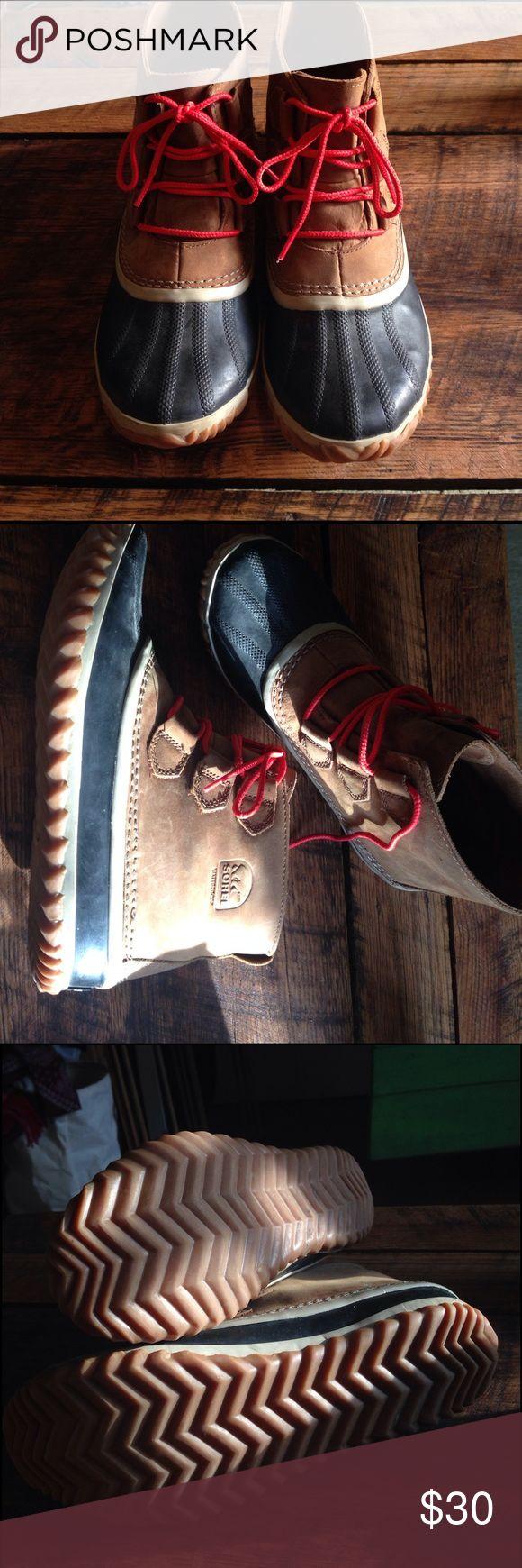 Sorel Out n' About Rain Boot Size 8 Women's Sorel rain boot. Size 8. Waterproof. Duck boot. Great tread. Worn less than 10 times. Sorel Shoes Winter & Rain Boots