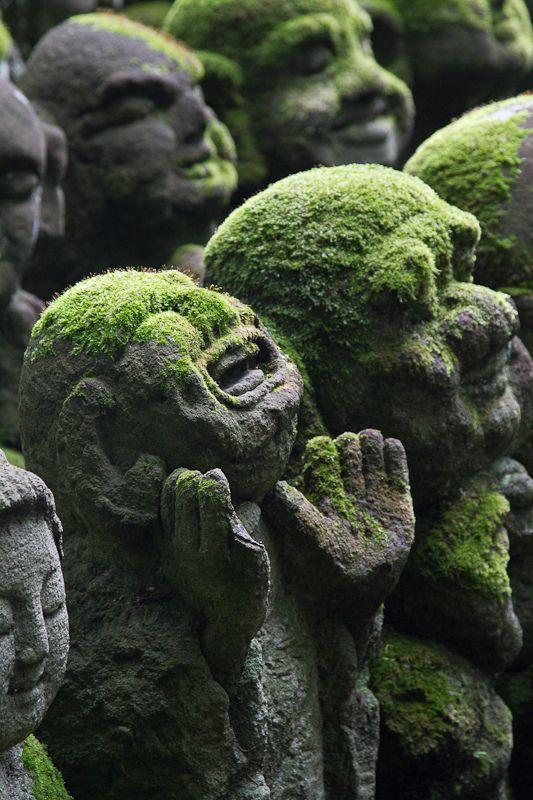 愛宕念仏寺  /  Atago Nian Fo Temple -    Kyoto, Japan   -  2011   -  Naoto Shibata   photography   -  https://www.flickr.com/photos/shibazo/5793383818/