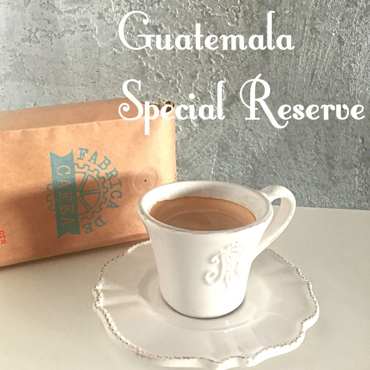 Pentru noi, Special Reserve este cafeaua pe care am vrea să o bem în fiecare zi. Este dulce, aromată şi poţi găsi în gustul ei note fine care îţi aduc aminte că vine din Guatemala, una dintre originile de tradiţie din America Latină. Citeşte mai departe despre Guatemala şi celelalte cafele din magazin: http://www.fabricadecafea.ro/magazin/cafea/cafea/guatemala-special-reserve.html