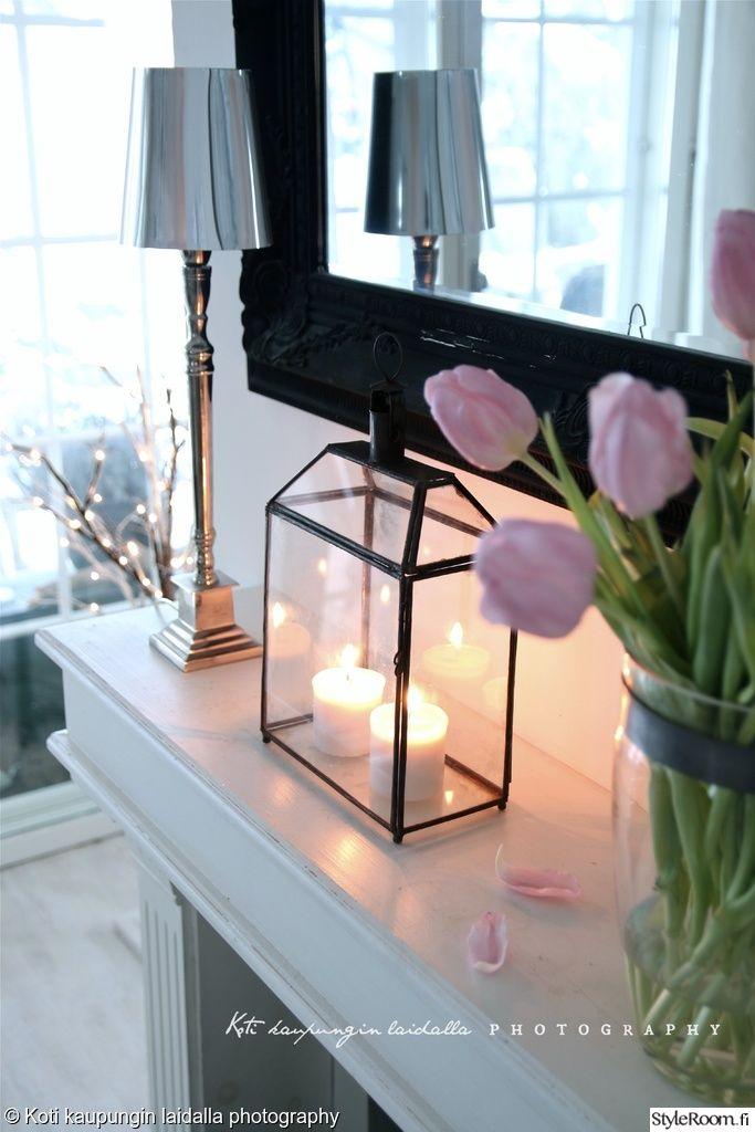 lyhty,koriste-esineet,peili,pöytälamppu,kukat