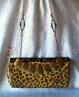 Bolsa de Festa onça ouro, sua alça tira-colo é uma linda corrente com pedrarias, bem diferenciada e charmosa.