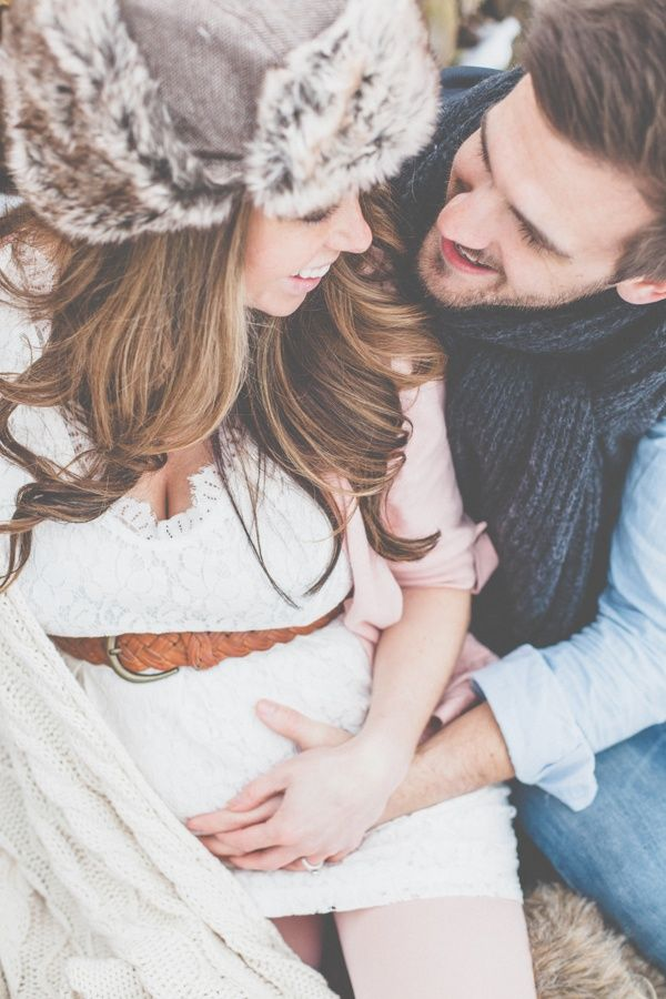 Gorgeous! Pose, setting, edit, and outfits. #winterbaby #maternity