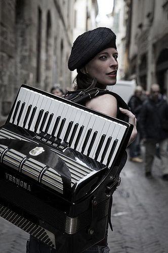 Bergamo Bohemien. Artisti di strada in Città Alta - foto di Tiziano Ornaghi by Bergamo Una storia che racconterai, via Flickr