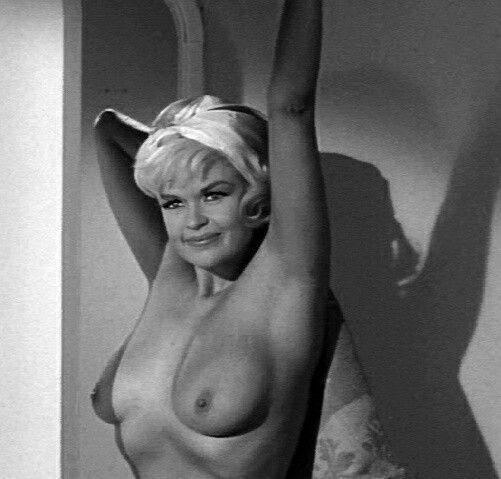 Amateur exhibitionist naked