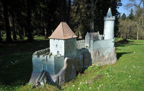 Hrad Kokořín Dalších 59 modelů českých památek čeká v Parku Boheminium. Skvělé místo pro výlet!