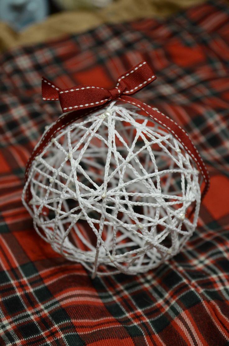 A to znowu coś nowego – sznurek na balonie. Nie taki zwykły, tylko łańcuszek szydełkowy. Jeśli ktoś jeszcze nie wie jak to zrobić, to na pewno znajdzie pełno podpowiedzi w internecie. …