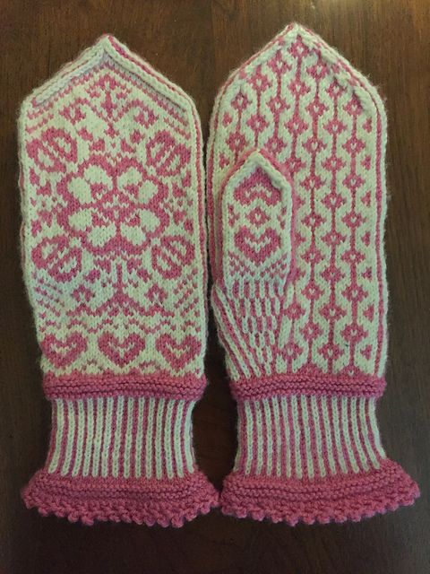 Ravelry: Project Gallery for Bianca's Mittens/Biancas Votter pattern by Wenche Roald