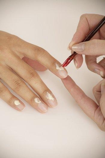Apply a small amount of Cuticle Cream to the cuticles while gently pushing them back using the hoof stick. Once done, massage in the cream in circular motions.