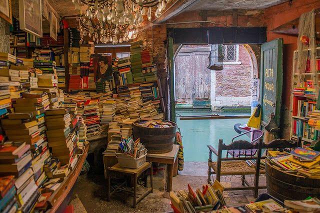 Caffè letterario Donna...: Libri in gondola a Venezia