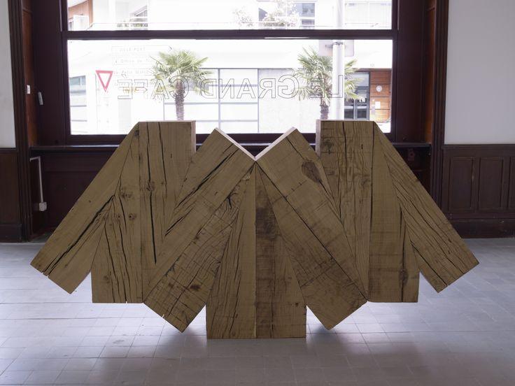 Raphaël Zarka, Prismatique, 2011, sculpture, chêne, Production le Grand Café, chêne, Courtesy galerie Michel Rein, Paris © Marc Domage