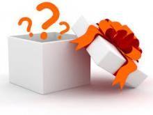 CADEAUTJE De lln. geven elkaar een denkbeeldig cadeautje. Met mimegebaren maakt de ll. duidelijk hoe groot en zwaar het cadeau is en welke vorm het is. De ll. die het cadeau krijgt, raadt wat erin zit. De gever legt uit waarom hij/zij het cadeau heeft gegeven. Vb1: ll. A geeft ll. B een puppy omdat hij weet dat ll. B houdt van honden. Vb2: ll. A geeft ll. B een wereldbol omdat ll. B het wat moeilijk had met WO. BRON: Het gaat steeds beter! Werkvormkaarten