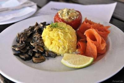Start the day with a slightly different breakfast! Our totally delicious Tomato Delight is a really popular choice. Tomato stuffed with onion & Feta, smoked salmon, scrambled eggs and mushrooms!