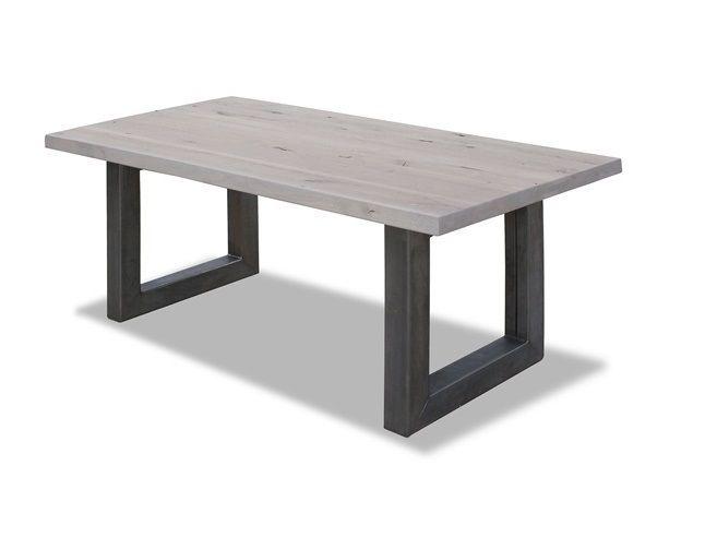 Rustieke eettafel met een industriële U-poot. De tafel heeft een massief eikenhouten blad met een zichtbare houtstructuur. De noestjes en scheurtjes zorgen voor een natuurlijke look. Maatwerk mogelijk! Deze stoere eetkamertafel is te bekijken bij van de Pol Meubelen.