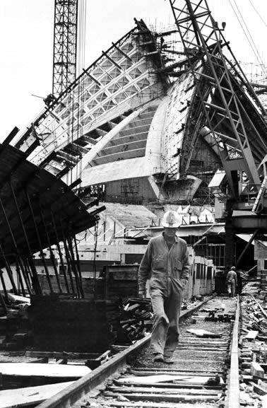 Obras de construcción de la Ópera de Sidney, 1965 con mas detalles explicativos de obra