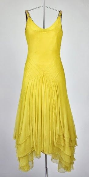 ~Dress - 1930's - McCord Museum~ looks like it would be fun to dance in... would pick a different color though.