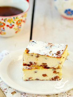 La Torta golosa di ricotta e uvetta: un dolce delicato e light, dal gusto semplice e facilissimo da preparare. Ottimo sia come dessert sia come spuntino. #tortadiricotta #tortadiuvetta