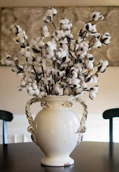 This cotton boll spray provides a rustic accent to mantles for Southern country home decor