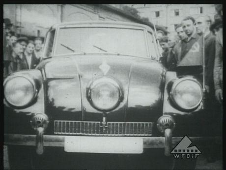 """Car """"Tatra"""" for Stalin/ Nowiutka Tatra dla Stalina [video] (REPOZYTORIUM CYFROWE FILMOTEKI NARODOWEJ) #car #retrocar #Stalin #moto #repozytoriumcyfrowe"""