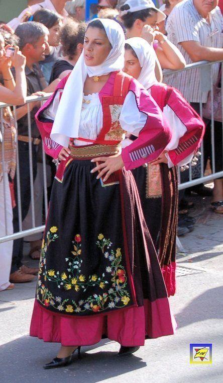 Costume_femminile_di_Nuoro