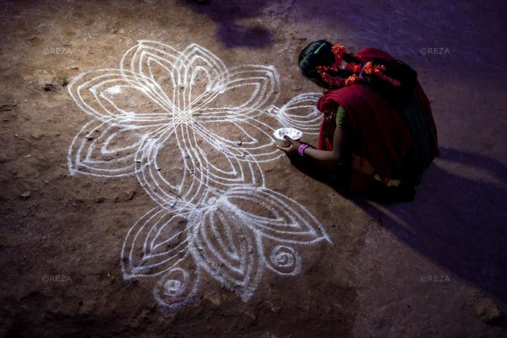 Eternal and ephemeral art Krishnagiri district, Tamil Nadu, India, January 10, 2013. #soulofcoffee #chantsdecafe #rezaphoto
