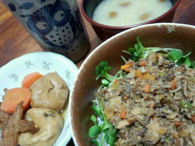 味付けサバ缶で( ´艸`) - 8件のもぐもぐ - サバ缶丼&煮物&なめこの味噌汁 by haginomoon