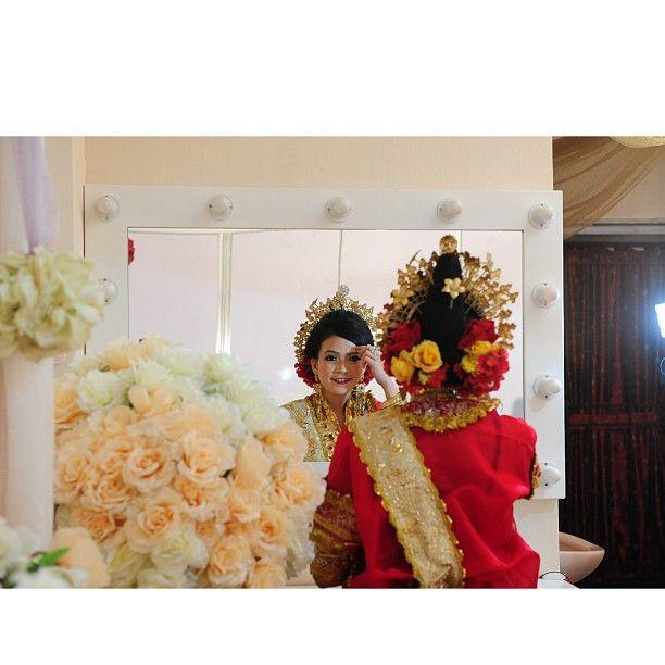 .@riskaanton   #MAPPACCI #red #mirror #retouch #makeup #bajubodo #adat #bugis #buginese #wed...   Webstagram