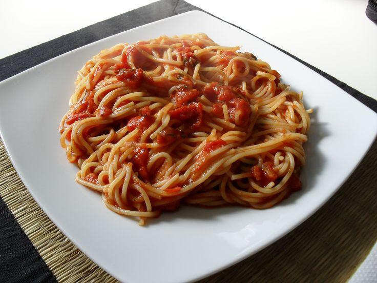 spaghetti with tomato and basil sauce