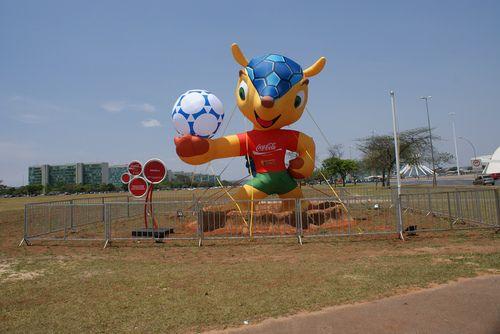 Tatu Bola - Mascote da Copa de 2014 no Brasil  (by imagens do Celso)