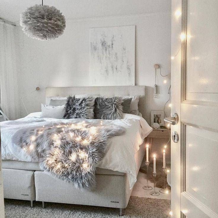 Belle #chambre épurée ! #déco #décoration #blanc #gris #guirlande  http://www.m-habitat.fr/par-pieces/chambre/amenager-une-chambre-pour-adolescent-2626_A