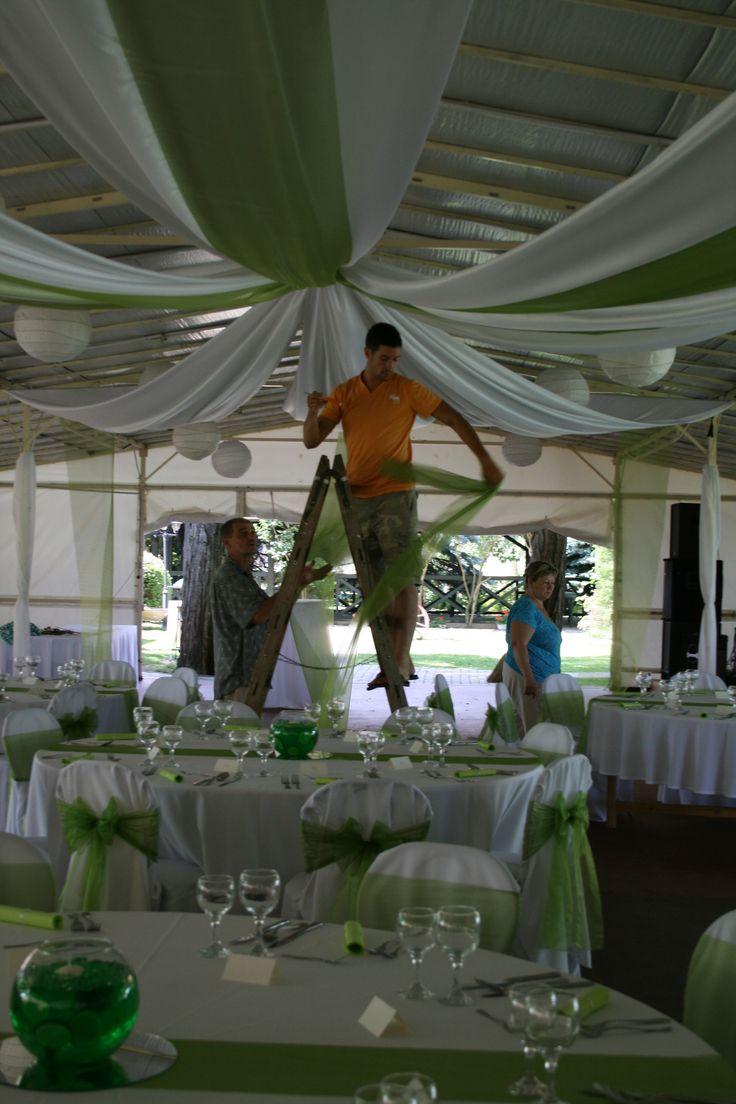 Esküvői plafon dekoráció; kemény munka :) | Wedding ceiling decoration; hard working :)