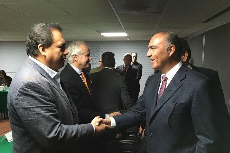 Al sostener una reunión de trabajo con el titular de la dependencia, José Calzada Rovirosa, el diputado federal pudo concretar apoyos tanto para la Ciénega de Zacapu como para el ...