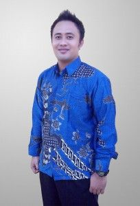 Baju Batik Sunwash Pria Modern Semi Sutra Motif Kembang Kode BSP 17 Kirim SMS ke 082134923704