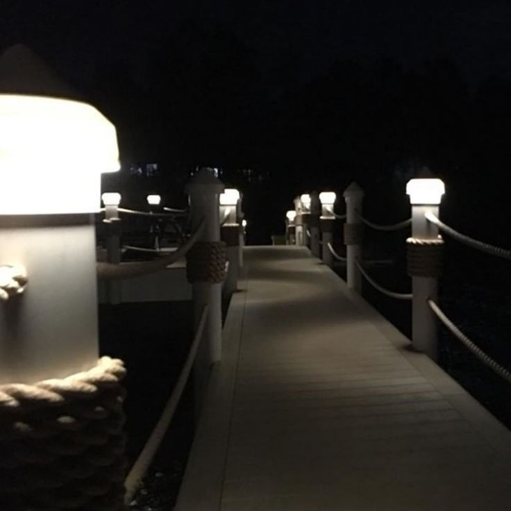 Now this is what I call thinking  outside the box. Very nice application using the #FLUX fixture @ehart_effects      #light #lighting #lights #landscape #landscaping #landscaper #hardscaping #hardscaper #hardscapes #outdoors #outdoorliving #led #gardens #gardener #patio #deck #pool #home #house #contractor #construction #outdoorlighting #inlite #design #dock #marine #smart #innovation #innovativedesign