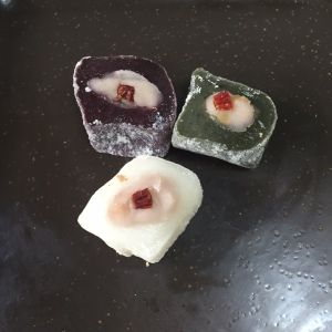 Rice cakes filled with jellied bean or custard-like filling, in the three traditional pink, green and white colours. With a dried jujube topping!