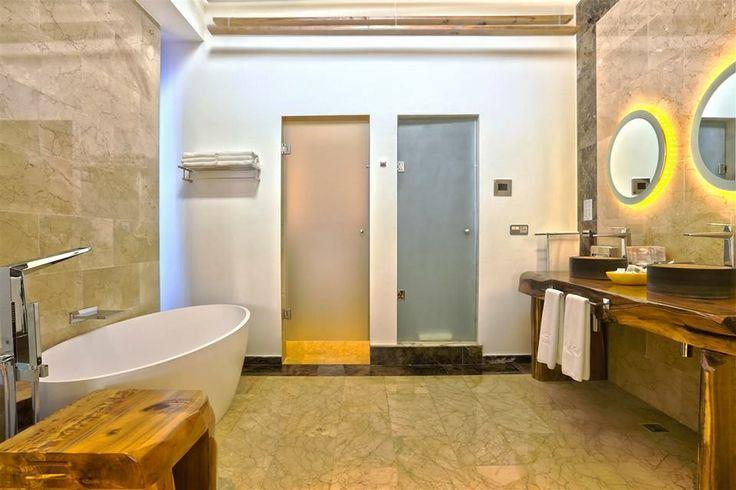 #Club #Signature #Suite - Suite #Presidencial Grand Palladium #Bavaro Suites en #PuntaCana #first #room b #bathroom @Palladium Hotel Group by @alberL83