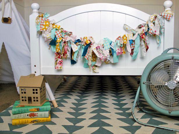 Fabric Garland DIY (http://blog.hgtv.com/design/2014/02/24/fabric-garland-diy/?soc=pinterest): Kids Beds, Diy Fabrics Garlands, Hgtv Design, Posters Beds, Fabrics Scrap, Bedrooms Garlands, Girls Rooms, Fabrics Garlands Diy, Little Girls Bedrooms