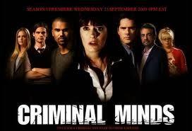 Menti criminali (Criminal Minds) è una serie televisiva statunitense di genere poliziesco in onda dal 2005 con Joe Mantegna,Thomas Gibson, Shemar Moore, Matthew Gray Gubler, Paget Brewster, Kirsten Vangsness, A. J. Cook