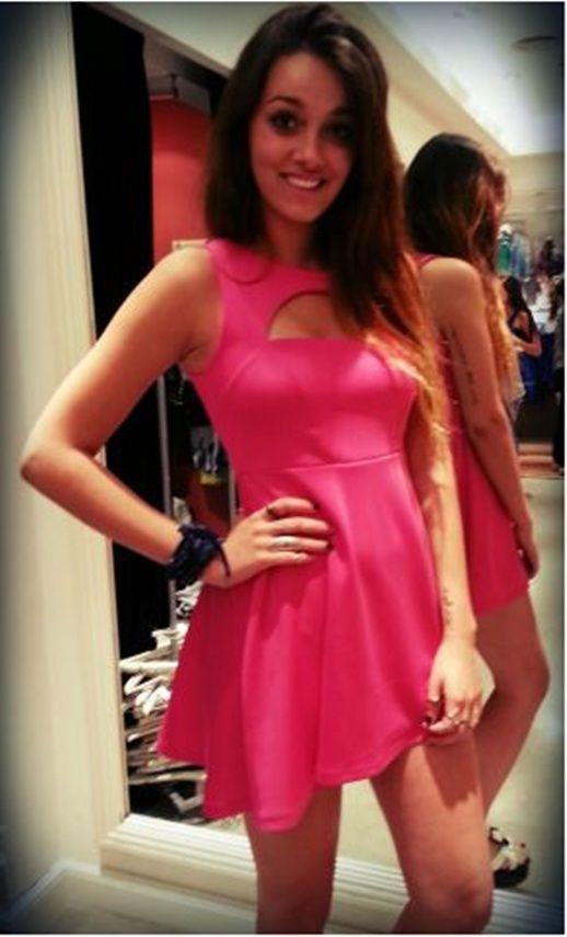 Oriana Sabatini eligió vestido para las fiestas!! • MundoTKM