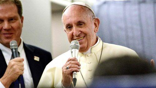 Papa Francisco durante coletiva no avião